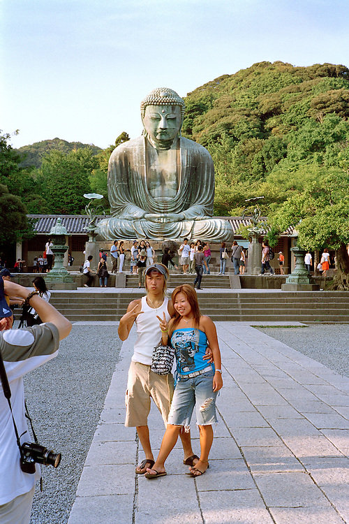 Kamakura, 2005. Two young japanese photographed in front of the big buddha (daibutsu).