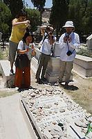 Asie/Israël/Judée/Jérusalem: Touristes sur la tombe de Schindler à Jérusalem