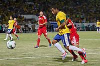 ATENÇÃO EDITOR: FOTO EMBARGADA PARA VEÍCULOS INTERNACIONAIS - RECIFE,PE,10 SETEMBRO 2012 - AMISTOSO SELEÇÃO BRASILEIRA - BRASIL X CHINA -Lucas jogador do Brasil duarnte partida Brasil x China no Estádio José do Rego Maciel  (Arruda) em Recife na noite desta segunda feira (10).(FOTO ALE VIANNA - BRAZIL PHOTO PRESS).