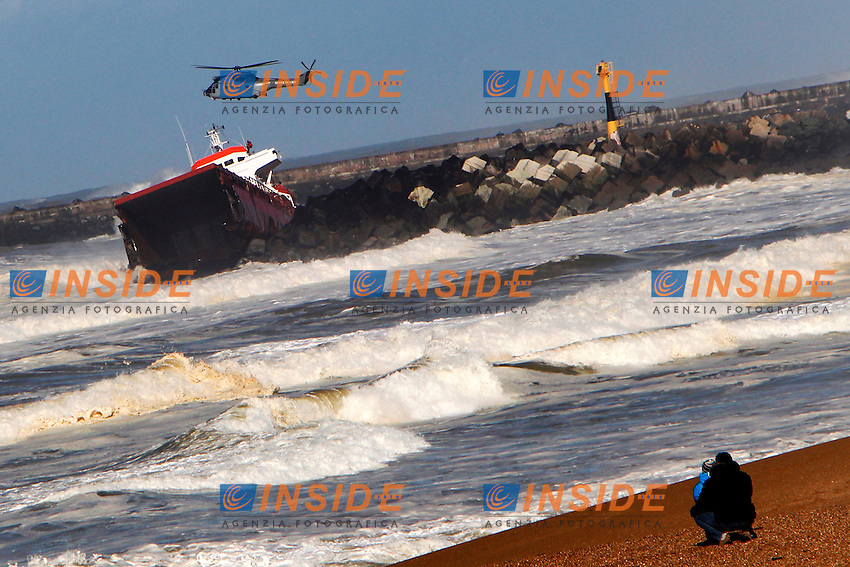 A snail fits in the dike Anglet <br /> Un cargo spagnolo si incaglia in una diga ad Anglet Francia<br /> 5/2/2014 <br /> Foto Boris Sensamat / Panoramic / Insidefoto