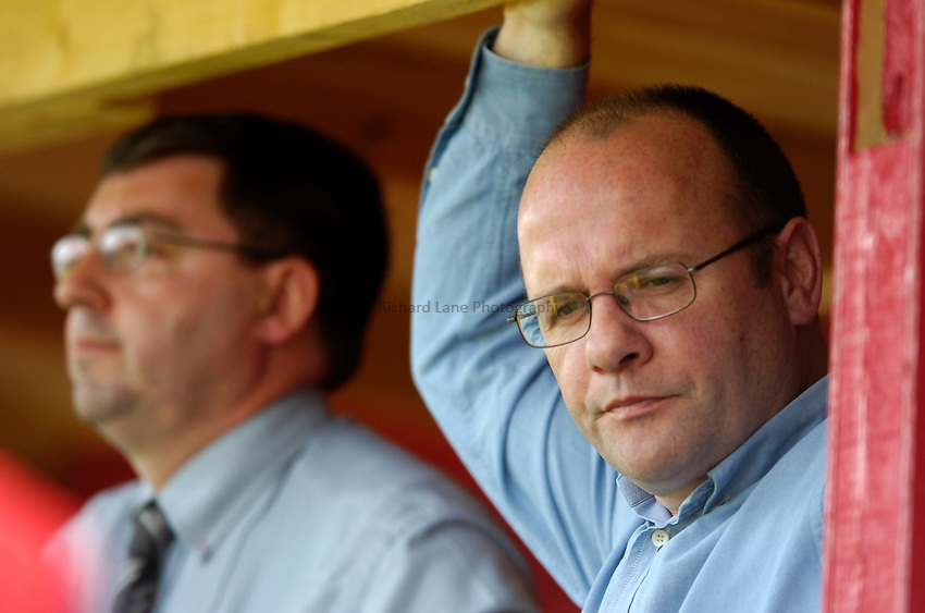 Photo. Richard Lane..NEC Harlequins v Sale Sharks. Zurich Premiership. 30/04/2005..Harlequins Chief Executive, Mark Evans looks dejected.