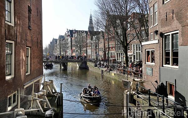 Nederland - Amsterdam-  2019. Sluisje bij de kruising Zeedijk en de Oudezijds Voorburgwal.   Foto Berlinda van Dam / Hollandse Hoogte