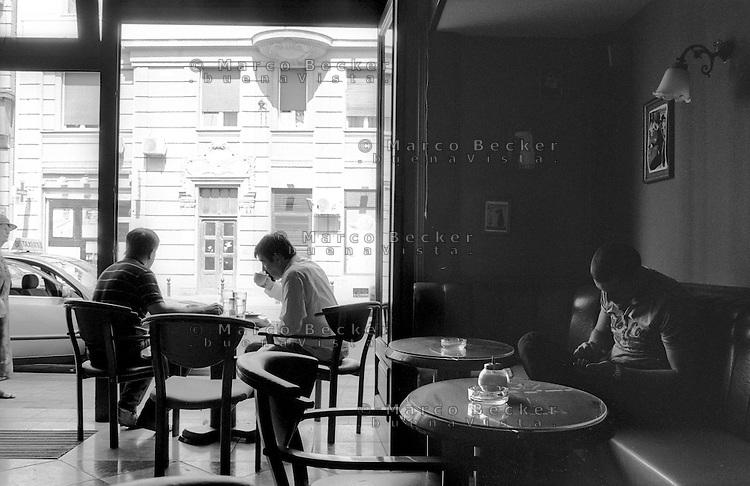Belgrado, un bar in centro città --- Belgrade, a coffe bar in downtown