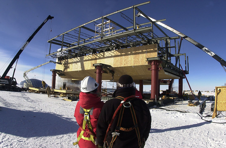 Steel beams are put in place during construction of the new Amundsen Scott South Pole Station base in 2001.