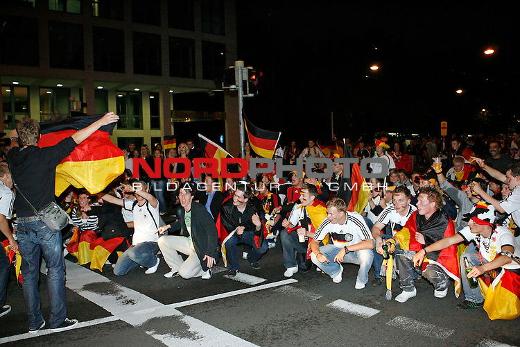 UEFA Euro 2008 Group B Fanmeile Bremen Match 25 <br /> <br /> Portugal ( POR ) - Deutschland ( GER ) 3:2<br /> Portugal vs. Germany<br /> <br /> Fanmeile und Public Viewing in Bremen.<br /> Fans sitzen auf den Strassen und feiern den Sieg Łber Portugal.<br /> <br /> Foto &copy; nph (  nordphoto  ) *** Local Caption ***
