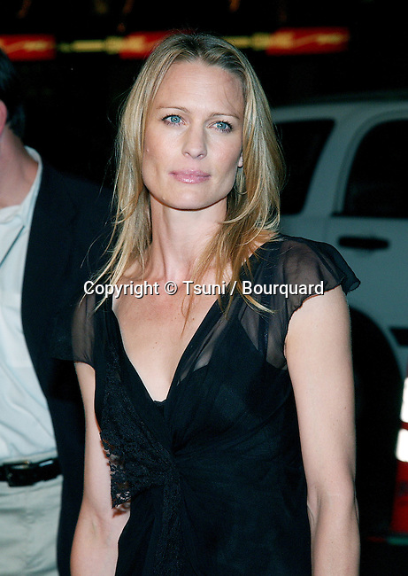 """Robin Wright-Penn arriving at the """"White Oleander"""" premiere at the Chinese Theatre in Los Angeles. October 8, 2002.           -            Wright_PennRobin03.jpg"""