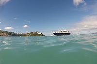 Wassertaxi am Strand L'Anse Mitan bei Fort-de-France auf Martinique