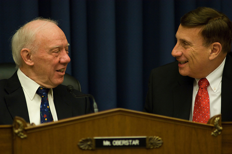 WASHINGTON, DC - Oct. 29: Chairman James L. Oberstar, D-Minn., and ranking member John L. Mica, R-Fla., during the House Transportation and Infrastructure Committee hearing on the role of investing in infrastructure in stimulating the economy. (photo by Scott J. Ferrell/Congressional Quarterly)