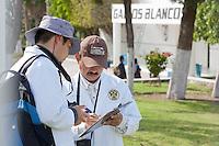 """Querétaro, Qro. 18 de marzo de 2014.- Este medio día la policía federal ministerial realizó un inventariado en las instalaciones del CEGAR (Centro Gallo de Alto Rendimiento).<br /> <br /> El presidente del equipo club, Adolfo Rios, informó que, a pesar del aseguramiento de la PGR, el equipo y sus empleados continúan trabajando y el cateo o inventariado podría continuar hasta por dos días más.<br /> <br /> <br /> En un comunicado manifestaron """"que el club ha sido requerido para realizarse una diligencia ministerial por parte de la Procuraduría General de la República (PGR), la cual comprende el aseguramiento de la administración del Club Gallos Blancos de Querétaro y su razón social. <br /> <br /> El procedimiento que se está llevando acabo abarca el inventario de los bienes del club para que posteriormente se entregue todo al Sistema de Administración y Enajenación de Bienes (SAE) de la Secretaría de Hacienda y Crédito Público, que a su vez asignará un administrador único de la institución.<br /> <br /> <br /> Foto: Demian Chávez / Obture Press Agency."""
