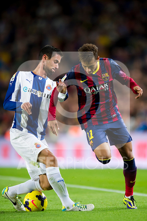 FC Barcelona's Neymar Santos Jr (right) and RCD Espanyol's Raul Rodriguez (left) fight for the ball during La Liga 2013-2014 match. November 1, 2013. (ALTERPHOTOS/Alex Caparros)