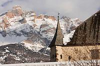 Europe/Italie/Trentin Haut-Adige/Dolomites/Alta Badia/ La Villa:  Ciastel Colz et Massif des Dolomites .Dans ce Château se trouve un restaurant