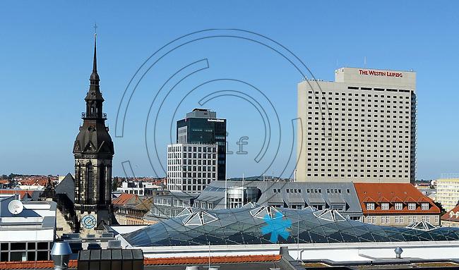 Blick über die Dächer der Innenstadt - Dachkonstruktion der Höfe am Brühl, Westin, Lutherisch-reformierte Kirche, Landesbank , Sachsen LB, Sachsenbank,  Zentrum Nordwest. Foto: Norman Rembarz