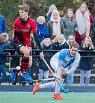 ZEIST-  Christiaan Stroboer (Hurley) met Mats Marree (Schaerweijde)  promotieklasse hockey heren, Schaerweijde-Hurley (4-0)  COPYRIGHT KOEN SUYK