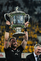 All Blacks captain Kieran Read lifts the Bledisloe Cup after winning the Rugby Championship and Bledisloe Cup rugby match between the New Zealand All Blacks and Australia Wallabies at Forsyth Barr Stadium in Dunedin, New Zealand on Saturday, 26 August 2017. Photo: Dave Lintott / lintottphoto.co.nz