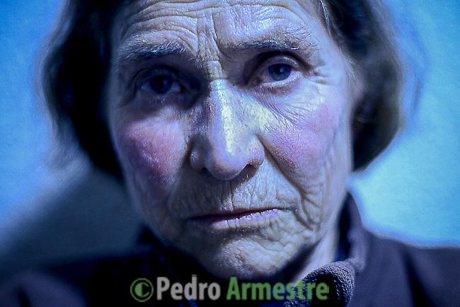 2012-12-26. Villarino, salamanca. <br /> Mar&iacute;a L&oacute;pez tiene 73 a&ntilde;os y su marido est&aacute; muy enfermo. Esta mujer es una de las vecinas de Las Arribes (Salamanca) que han decidido rebelarse en contra del cierre de las urgencias nocturnas en la zona, una de las m&aacute;s envejecidas y despobladas de Espa&ntilde;a. Desde hace dos meses, los afectados, muchos de ellos octogenarios, se encierran todas las noches en el ambulatorio a la hora del cierre para obligar as&iacute; al m&eacute;dico a que les siga atendiendo. Para los vecinos, la decisi&oacute;n de la Junta de Castilla y Le&oacute;n supone que las urgencias m&aacute;s cercanas les quedan ahora a 40 minutos en coche, en una zona de dif&iacute;cil acceso por carretera. Adem&aacute;s, muchos de ellos viven solos y no tienen manera de desplazarse.<br />  Mar&iacute;a L&oacute;pez is 73 years old and her husband is very ill. She is one of the neighbors of the region of Las Arribes (Salamanca, Spain) that have decided to rebel in opposition to the closing of the medical night service in the zone, one of the most aged and depopulated of Spain. If they get ill, they don&acute;t have any doctor near their houses. They have the most nearby urgencies to 40 minutes in car, in a zone with a difficult access. Many of them are octogenarian that live alone and every night they go to the ambulatory to protest. &copy; Pedro ARMESTRE