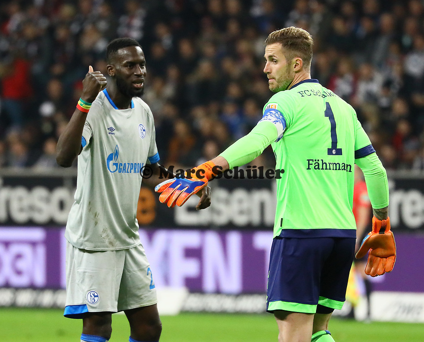 Salif Sane (FC Schalke 04) diskutiert mit Torwart Ralf Fährmann (FC Schalke 04) - 11.11.2018: Eintracht Frankfurt vs. FC Schalke 04, Commerzbank Arena, DISCLAIMER: DFL regulations prohibit any use of photographs as image sequences and/or quasi-video.