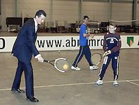 16-02-2005,Rotterdam, ABNAMROWTT ,Richard Krajicek speelt een partijtje met kinderen van een ziekenhuis