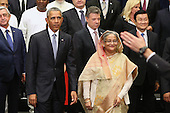 United States President Barack Obama (2nd L) poses for a 'class photograph' with the Leaders' Summit on Peacekeeping participating countries during the 70th annual UN General Assembly at the UN headquarters September 28, 2015 in New York City. The White House helped to lead and secure new commitments of peacekeeping support from UN member countries.  <br /> Credit: Chip Somodevilla / Pool via CNP