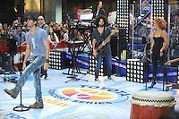 Enrique Iglesias act&uacute;a en directo en el Today Show de la Serie de Conciertos de Verano en la Plaza Rockefeller en Nueva York el 19 de agosto, 2011.<br /> (Foto&copy;mpi01/MediaPunch/NortePhoto.com*)<br /> **SOLO*VENTA*EN*MEXiCO**<br /> **CREDITO*OBLIGATORIO**