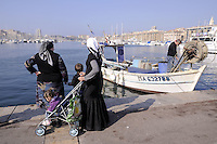 - Marsiglia, donne musulmane al Porto Vecchio....- Marseille, Muslim women in the Old Port