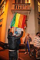 ATENÇÃO EDITOR: FOTO EMBARGADA PARA VEÍCULOS INTERNACIONAIS. - SAO PAULO, SP, 22 DE SETEMBRO 2012 - Manifestantes LGBT protestam contra apoio de empresário a Russomanno - Coletivo realizou ato hoje (22) à noite em frente à casa noturna gay The Society, que na semana passada sediou evento a favor do candidato do PRB, que contou até com a presença de pastor líder da Igreja Universal.<br /> (FOTO: PADUARDO / BRAZIL PHOTO PRESS).