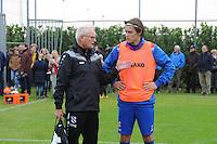 VOETBAL: HEERENVEEN: 21-10-2015, Sportpark Skoatterwâld, SC Heerenveen training onder leiding van Foppe de Haan, Foppe in gesprek met Simon Thern, ©foto Martin de Jong