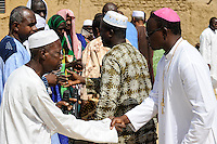 BURKINA FASO Dori, dialogue Christianity and Islam, appointment of new Imam of Grand Mosque, greeting of guests from the catholic church / BURKINA FASO Dori, Dialog Christentum und Islam, Ernennung eines neuen Imam der grossen Moschee, Gaeste JOACHIM OUÉDRAOGO Bischof von KOUDOUGOU