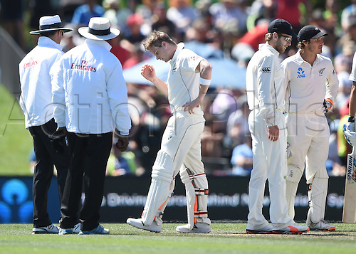 21.02.2016. Christchurch New Zealand.  Steve Smith in pain after being hit by a bouncer by Wagner on Day 2 of the 2nd test match. New Zealand Black Caps versus Australia. Hagley Oval in Christchurch, New Zealand. Sunday 21 February 2016.