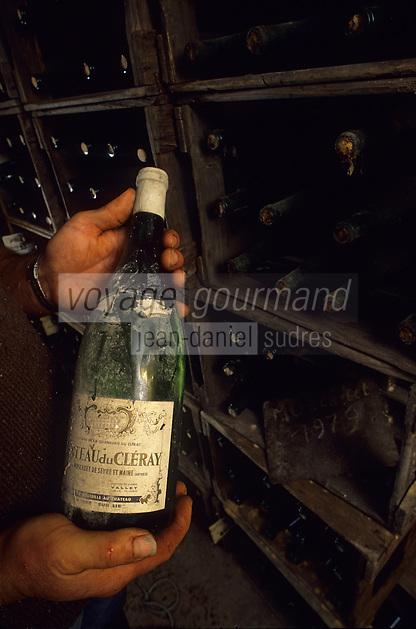 Europe/France/Pays de la Loire/44/Loire-Atlantique/Château Cleray : AOC Muscadet du Sèvre et Maine Sauvion et Fils - Vieille bouteille