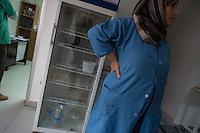 Sehid Xebat Hospital unter YPG-Verwaltung in Qamishli, Rojava/Syrien.<br /> Im Bild: Im Krankenhaus fehlt vieles an Material, um die Patienten fachgerecht zu versorgen.<br /> 14.12.2014, Qamishli/Rojava/Syrien<br /> Copyright: Christian-Ditsch.de<br /> [Inhaltsveraendernde Manipulation des Fotos nur nach ausdruecklicher Genehmigung des Fotografen. Vereinbarungen ueber Abtretung von Persoenlichkeitsrechten/Model Release der abgebildeten Person/Personen liegen nicht vor. NO MODEL RELEASE! Nur fuer Redaktionelle Zwecke. Don't publish without copyright Christian-Ditsch.de, Veroeffentlichung nur mit Fotografennennung, sowie gegen Honorar, MwSt. und Beleg. Konto: I N G - D i B a, IBAN DE58500105175400192269, BIC INGDDEFFXXX, Kontakt: post@christian-ditsch.de<br /> Bei der Bearbeitung der Dateiinformationen darf die Urheberkennzeichnung in den EXIF- und  IPTC-Daten nicht entfernt werden, diese sind in digitalen Medien nach §95c UrhG rechtlich geschuetzt. Der Urhebervermerk wird gemaess §13 UrhG verlangt.]