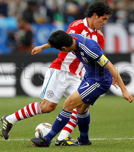 29 06 2010  FIFA World Cup 2010 Round of 16.  Paraguay vs Japan Picture shows Cristian River Par and Makoto Hasebe JPN