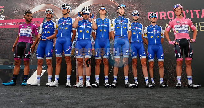 Race leader Bob Jungels (LUX) an his Quick-Step Floors team at sign on before the start of Stage 6 of the 100th edition of the Giro d'Italia 2017, running 217km from Reggio Calabria to Terme Luigiane, Italy. 11th May 2017.<br /> Picture: LaPresse/Simone Spada | Cyclefile<br /> <br /> <br /> All photos usage must carry mandatory copyright credit (&copy; Cyclefile | LaPresse/Simone Spada)