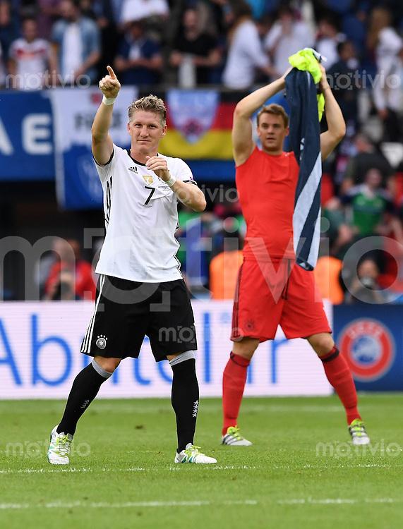 FUSSBALL EURO 2016 GRUPPE C IN PARIS Nordirland - Deutschland     21.06.2016 Bastian Schweinsteiger  (li) und Torwart Manuel Neuer  (re, beide Deutschland)