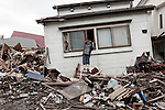 "In Iwate Prefecture which was devastated by the earthquake and tsunami, residents of Kamaishi are returning to their destroyed homes to try to salvage their belongings and get back to "" normal daily life ""."