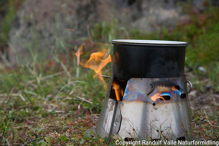 Caldera Cone brenner fra Trail Designs. ---- Caldera Cone stove from Trail Designs.