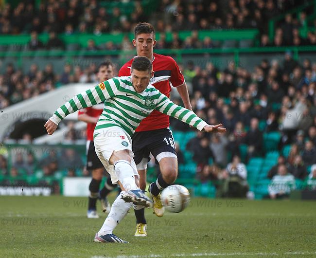 Gary Hooper scores goal no 5 for Celtic