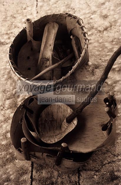 Amérique/Amérique du Nord/Canada/Quebec/Fjord du Saguenay : Site archéologique de Robe Noire - Village Huron (amérindiens) - Vaisselle indienne