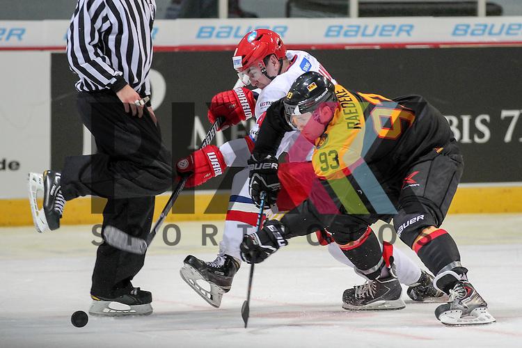 Deutschlands Raedeke, Brent (Nr.93)(Iserlohn Roosters) im Zweikampf mit Russlands Apalkov Daniil Yuryevich (Nr.40)(Lokomotiv) im Spiel IIHF WC15 Germany - Russia.<br /> <br /> Foto &copy; P-I-X.org *** Foto ist honorarpflichtig! *** Auf Anfrage in hoeherer Qualitaet/Aufloesung. Belegexemplar erbeten. Veroeffentlichung ausschliesslich fuer journalistisch-publizistische Zwecke. For editorial use only.