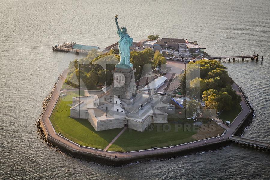 NOVA YORK, EUA, 17.09.2018 - CIDADE-NOVA YORK - Vista aerea da Estatua da Liberdade da cidade de Nova York nos Estados Unidos (Foto: Vanessa Carvalho/Brazil Photo Press)