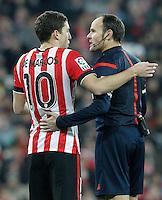 Atletic de Bilbao's Oscar de Marcos have words with the referee Mateu Lahoz during La Liga match.February 8,2015. (ALTERPHOTOS/Acero) /NORTEphoto.com