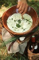 """Europe/France/Rhône-Alpes/69/Rhone/Pique nique en Beaujolais: """"Cervelle des Canuts"""" fromage blanc et herbes recette de Christian Mabeau restaurateur à Odenas"""