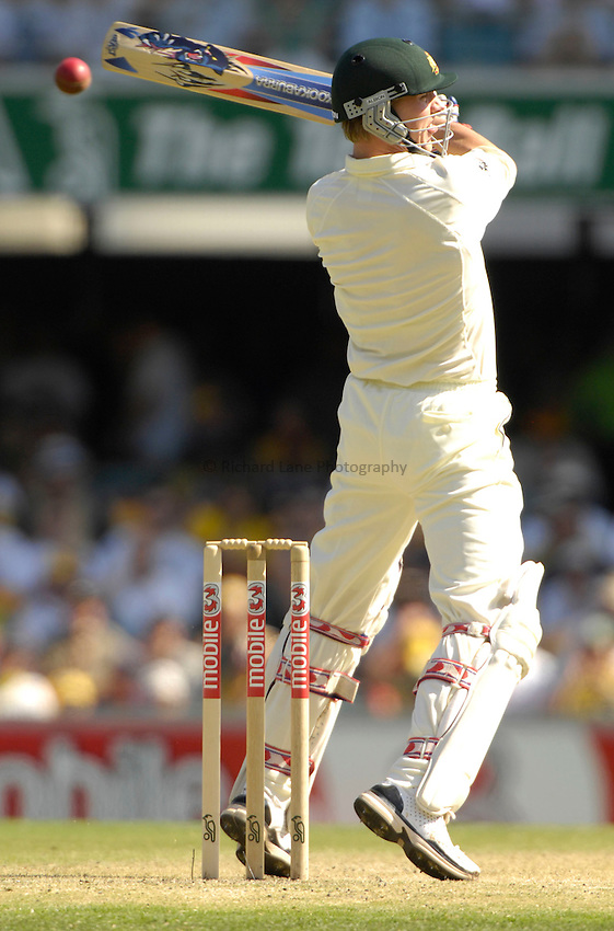 Photo: Steve Holland..Australia v England. 3 mobile Test Series, The Ashes 2006/07, 1st Test. 24/11/2006..Australia's Brett Lee plays and misses.