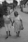 Sra Santina Rodrigues Silva , que usa marca passo e tem doença de Chagas com o marido Manoel Ribeiro da Silva , em Nazaré da Mata , Pernambuco