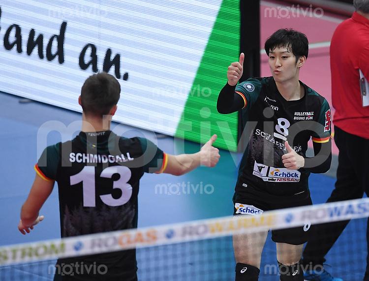 Volleyball 1. Bundesliga  Saison 2017/2018 TV Rottenburg - Volley Bisons Buehl       11.11.2017 Masahiro Yanagida (re, Volley Bisons Buehl) und Mario Schmidgall (li, Volley Bisons Buehl)