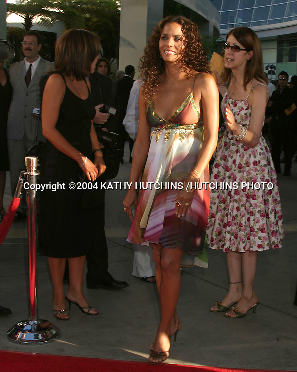 """©2004 KATHY HUTCHINS /HUTCHINS PHOTO.PREMIERE OF """"CATWOMAN"""".HOLLYWOOD, CA.JULY 19, 2004..HALLE BERRY"""