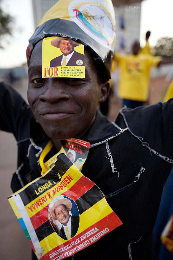 20 february 2011 - Supporters of Uganda's President Yoweri Museveni and supporters of Peter Sematimba, the NRM mayoral candidate celebrate Museveni victory in the Presidential elections along the streets of the capital Kampala. Photo credit: Benedicte Desrus