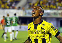 BARRANCABERMEJA -COLOMBIA, 09-08-2015.  Arley Rodriguez (Der) jugador de Alianza Petrolera celebra un gol anotado a Deportivo Cali durante encuentro por la fecha 5 de la Liga Aguila II 2015 disputado en el estadio Daniel Villa Zapata de la ciudad de Barrancabermeja./ Arley Rodriguez (R) player of Alianza Petrolera celebreates a goal scored to Deportivo Cali during match for the 5th date of the Aguila League II 2015 played at Daniel Villa Zapata stadium in Barrancebermeja city. Photo:VizzorImage / Jose Martinez / Cont
