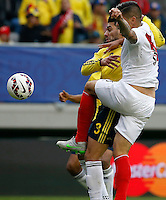 TEMUCO - CHILE – 21-04-2015: Radamel Falcao Garcia (Izq.) jugador de Colombia, disputa el balón con Juan Vargas (Der.) jugador de Peru, durante partido Colombia y Peru, por la fase de grupos, Grupo C, de la Copa America Chile 2015, en el estadio German Becker en la Ciudad de Temuco  / Radamel Falcao Garcia (L) player of Colombia, vies for the ball with Juan Vargas (R) player of Peru, during a match between Colombia and Peru, for the group phase, Group C, of the Copa America Chile 2015, in the German Becker stadium in Temuco city. Photos: VizzorImage /  Photosport / Dragomir Yankovic    / Cont.