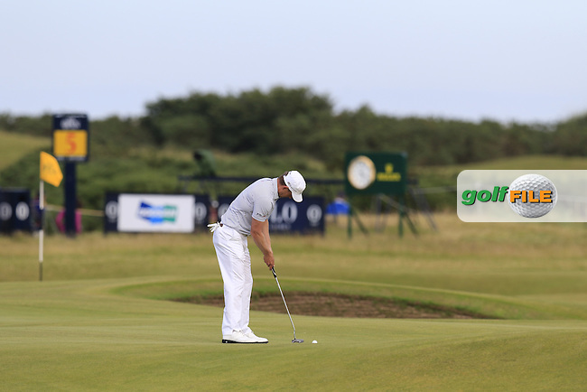 Luke Donald (ENG) putts on the 14th green during Sunday's Round 3 of the 144th Open Championship, St Andrews Old Course, St Andrews, Fife, Scotland. 19/07/2015.<br /> Picture Eoin Clarke, www.golffile.ie