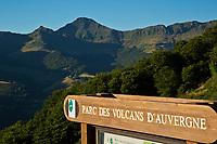 Europe/France/Auvergne/15/Cantal/Parc Naturel Régional des Volcans: Le Puy Mary (1787 mètres)  et la vallée de Mandailles